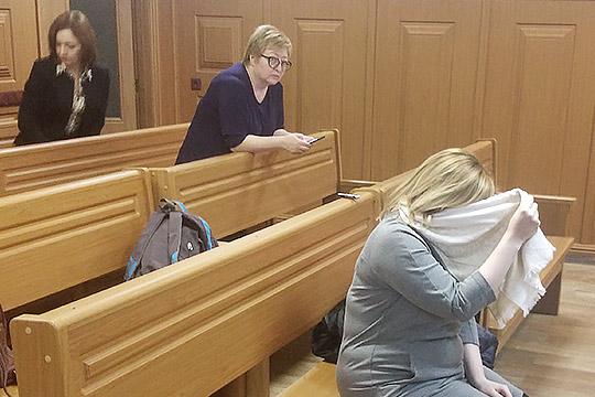 ВС РТ узаконил домашний арест юрисконсультаБТИ ТатарстанаМарии Чинаховой (справа)