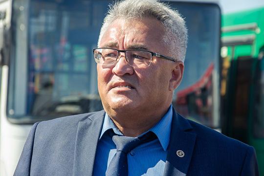 Юрий Иванов:«Летом намаршрутах останется по2-3 автобуса (вдвое меньше, чем сейчас— ред), потому что уменя уже есть контракт насезонные маршруты, напригородные»