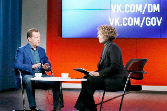 Модерировала беседу телеведущая Яна Чурикова, ивомногом благодаря ейразговор проходил внепринужденной атмосфере