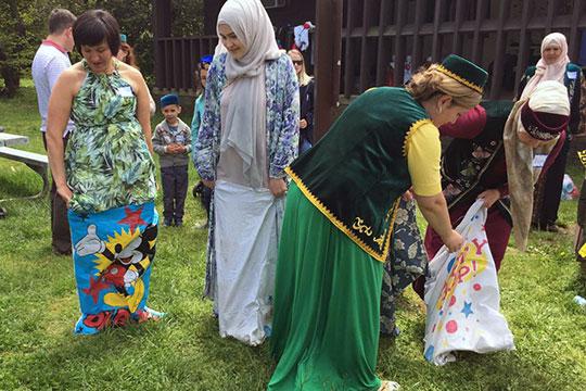 «За день до конференции знакомые татары пригласили на местный, вашингтонский сабантуй. Это сабантуй современных татар, тех, кто переехал в Америку в последние годы»