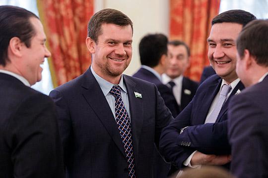 Доходы Казгордумы: Ураев тратит миллионы наавтораритеты, аБильгильдеева продала Lexus