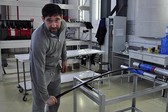 «Оружие побед»: концерн «Калашников» предъявил Данису Зарипову за «клюшки-автоматы»