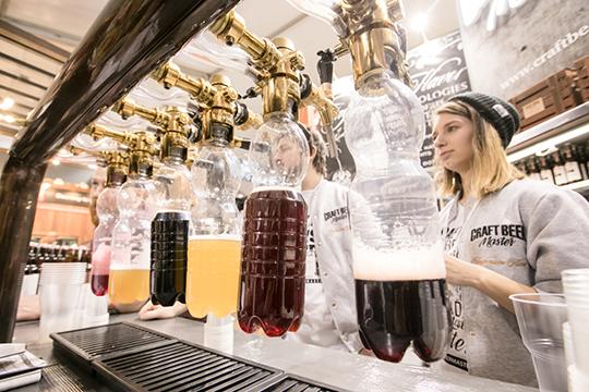 Пивными напитками сразными вкусовыми добавками грешат многие производители, действующие втом числе илегально