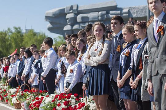 В число знаковых объектов города напервое место школьники поставили сам КАМАЗ (20%), навторое— мемориал «Родина-Мать» (13%), натретье— бизнес-центр 2.18, известный также как «тюбетейка»(11%)