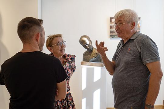 Финский керамист, скульптор и художник татарского происхождения Рафаэль Сайфуллин вновь посетил Казань, где открылась его персональная выставка «Маленькая Финляндия»