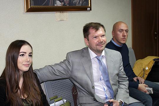 От КПРФ в суде участвовали два кандидата в депутаты ГС РТ – Алексей Серов (в центре) и Динара Халимдарова