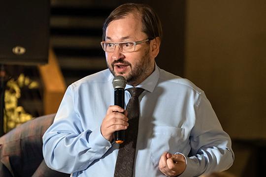 Глава фонда «Петебургская политика» Михаил Виноградов зафиксировал общую рутинизацию: люди приходили на избирательные участки, «но у них не было ощущения, что это решающая битва сил добра и сил зла»