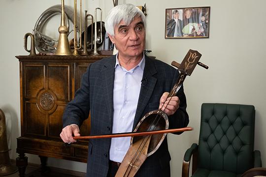 Рашид Калимуллин: «В этом году наш коллектив тоже будет использовать музыкальные инструменты, которые можно назвать татарскими. Например, кыл кобыз из моей коллекции»