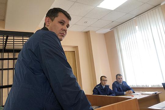 О том, что Мухамадиев подписывает документы на получение кредитов, он знал. Деньги, как ему говорили, шли на реализацию техники для «Бытовой электроники»