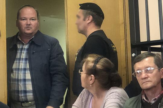 Из охранника в директоры «Весны» Радик Зарипов (слева) превратился так же просто, как и предыдущие товарищи по несчастью