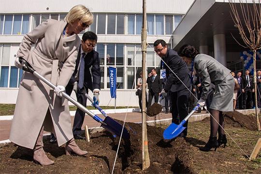 На третьей позиции — Людмила Романова, руководитель представительства Haier в России. По оценкам наших экспертов, именно она играет ключевую роль в появлении в Челнах анклава китайский инвестиций