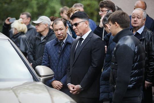 Небольшой зал быстро заполнился, так что многие, например, не заметили, что к концу церемонии подошел глава Роскомнадзора Александр Жаров