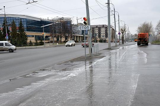 Убираемая площадь дорог Казани — 22 млн кв. метров, на это в год выделяется более 1,1 млрд рублей