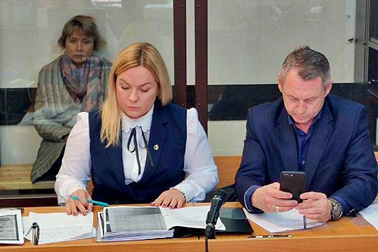 Защищают чиновницу два адвоката — Игорь Гатауллин и Наталья Клюшкина. В суде они заявили, что у следствия нет сведений о желании и возможностях обвиняемой скрыться или помешать следствию