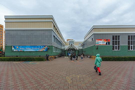 Школа № 33 в Авиастроительном районе Казани — одна из первых школ, работающих по Сингапурской системе образования, а сейчас ее учителя обучают российских педагогов — по 500-600 человек ежегодно