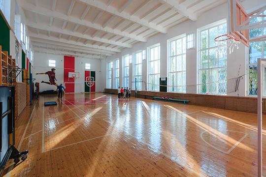 В позапрошлом году гимназисты посетили все матчи «Рубина», за что мэр Казани Ильсур Метшин, в бытность президентом клуба, подарил школе спортзал