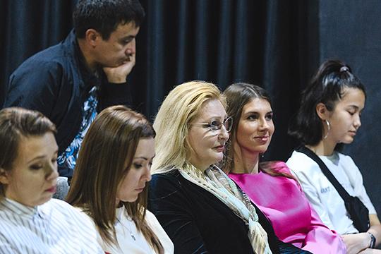 Изольда Сахарова (в центре): «Это человек — философ, целая вселенная. Поэтому встречу с ним было интересно посетить не только с точки зрения пополнения знаний о режиссуре, но и с точки зрения встречи с удивительным человеком»