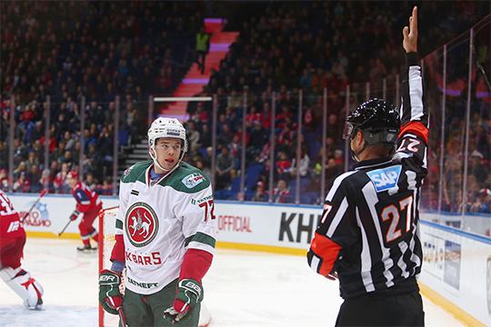 Пятиминутное большинство для Ярославля пришло после удаления Эмиля Галимова до конца матча. Форвард гостей припечатал к борту в чужой зоне 18-летнего Даниила Мисюля