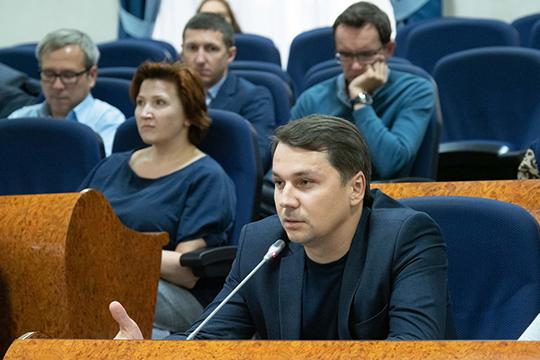 Заместитель генерального директора управляющей компании ASG Алмаз Давлетшин поднял сразу несколько актуальных вопросов. Первый из них — сложность согласования вывесок