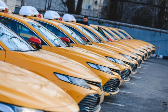 ВТатарстане запустили эксперимент посамозанятости— это как раз тема водителей такси. Нопосути эта модель неработает, потому что получить разрешение надеятельность такси может только ИПили организация