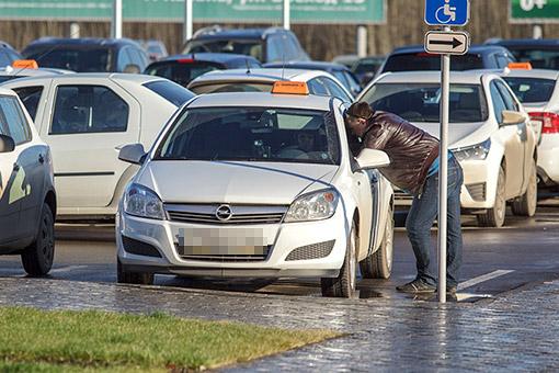 ВГИБДД указывают также нарост числа фактов перевозки пассажиров водителями, лишенными права управления транспортными средствами