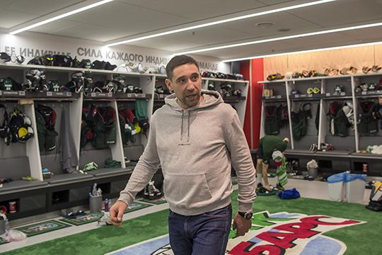 Больше всех удивил Зарипов, который сказал журналистам, что Билялов — обычный вратарь