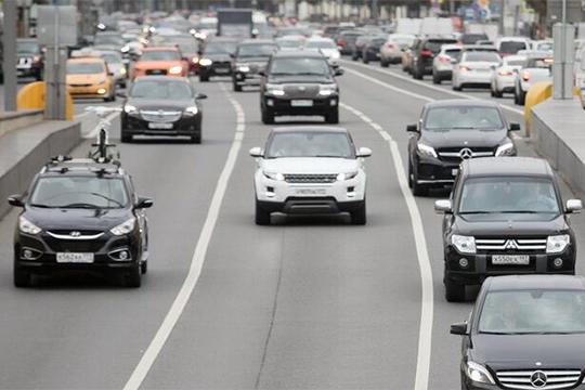 В немилость у публики вдруг впал один из былых фаворитов Land Rover, просевший в РТ на 19% до 137 авто