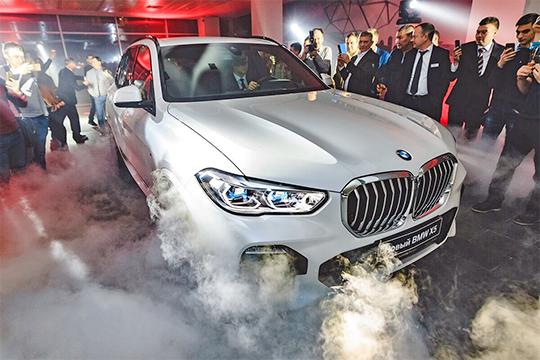 Отлично шли дела у бессменного лидера в люксовом сегменте: регистрации BMW увеличились до 884 легковушек — на 11% или 90 авто