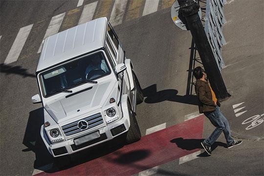 Из «кроссоверных» новостей отметим рост на 12 до 21 авто продаж легендарного G-Class