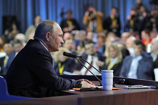 «Первое, что он (Владимир Путин) зафиксировал, что вэкономике унас вроде все неплохо, макростабилизация, нотемпы роста недостаточные. Второе— что недостаточны доходы уроссиян, надо повышать»