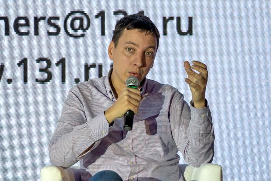 «Уставной капитал банка — 340 миллионов рублей, я сейчас внес в него еще 150 миллионов, потому что мы планируем стать прямыми участниками международных платежных систем Visa и Mastercard»