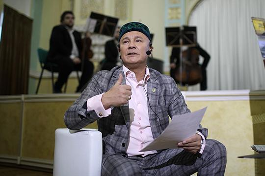 Фарита Фарисова многие знают как ученого, юриста, экономиста, общественного и религиозного деятеля, а в свободное время он пишет стихи, а также издает книги и снимает документальные фильмы