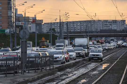 Вгороде изгода вгод транспортных средств становиться больше. 17 лет назад, когда явозглавил отдел ГИБДД города, вЧелнах было 90 тысяч автомобилей