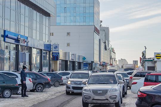 Заистекший период 2019 года личным составом ГИБДД города занарушение правил остановки или стоянки транспорта, повлекшее создание препятствия для движения других автомобилей было составлено 1965 административных материалов