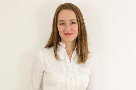 Ксения Гайн — дипломированный специалист по конфликтологии и медиации в бизнесе: обучалась по программе исследования и разрешения конфликтов с практикой в США
