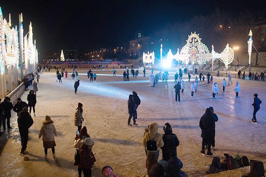 Зимой парк Черное озеро выглядит привлекательнее и уютнее, чем летом