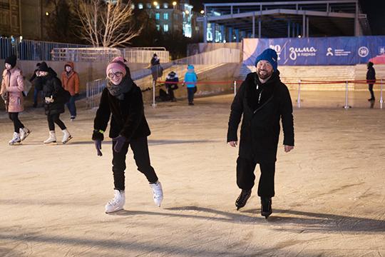 Лед Черного озера резал коньками Тимур Бекмамбетов. Режиссер чувствовал себя на льду очень уверенно