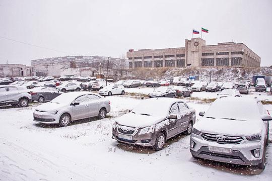 «Если машину покупаешь за 2-3 миллиона рублей, на чем экономишь? Тогда не жалуйтесь, что машины на улице стоят»