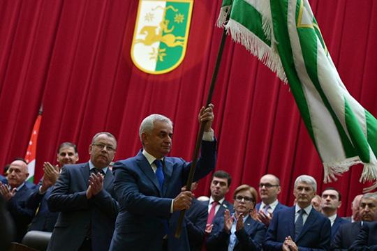 «Корни этого кризиса идут с2014 года, когда сам Рауль Хаджимба пришел квласти незаконным путем, свергнув предыдущего президента Анкваба, при том, что тогда было очень мало предпосылок для этого»