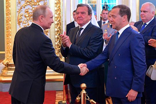 «Понятно, что зампред Совбеза — это какой-то промежуточный пост для Медведева. Если бы Путин хотел окончательно решить его судьбу, он бы назначил его председателем Конституционного суда. И Медведев бы согласился»