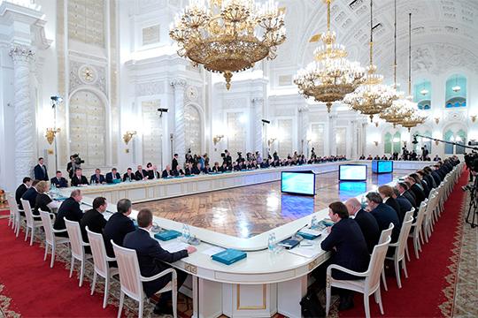 «Это не значит, что губернаторы станут более независимыми от Кремля. Это значит, что у губернаторов появляется выбор: какую лоббистскую струну или клавишу они хотят нажать»
