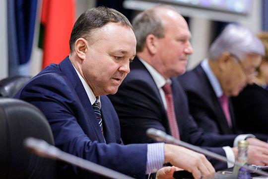 Сейчас пост председателя КС РТ занимает Фархат Хуснутдинов (на фото). На сайте у него значится лишь один заместитель — Раиса Сахиева