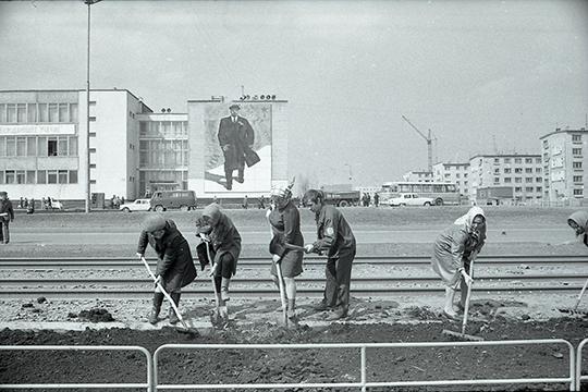 «Челны строились под девизом «Построим современный молодой город». Проект был хороший, много строили. Но очень мало было учреждений культуры, мало было больниц»