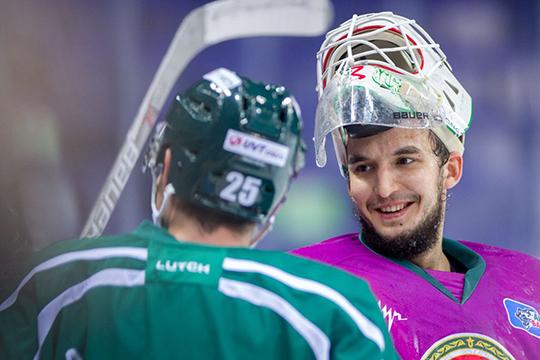 «Хоккей смотрю, особенно матчи, когда играет Эмиль. Он сейчас в «Авангарде» играет, пока они идут в лидерах своей группы. Мне Эмиль прежде всего нравится как человек»