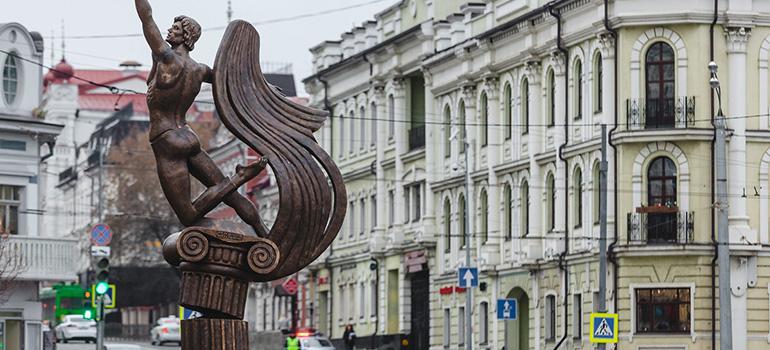 Установка первоговмире памятникаРудольфу Нуриеву