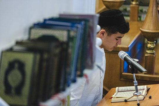 «При мечетях есть кружки, внекоторых даже заучивают Коран, авмедресе можно поступить только после 9 класса»