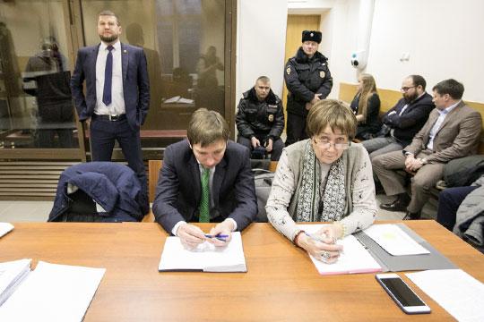 Защитники входе заседания, естественно, просили суд смягчить меру пресечения, заменив СИЗО надомашний арест или залог в10млн рублей, который был готов тутже внести один издрузей предпринимателя