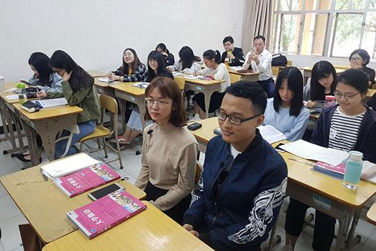 Навопрос, почему был сделан выбор впользу русского языка, один изстудентов—Цзян Цзинье(JiangJingye) отвечает, что все это— излюбви… кЧехову