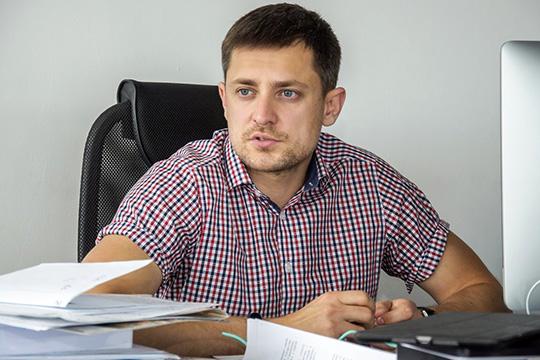 Сухоплюев,которому тоже предоставили слово, сообщил, чтоплатежеспособностьГафаровадоказана,адоводыистцаоналичии некихпрепятствийдля погашения полной суммы долга иоботсутствии средствголословны