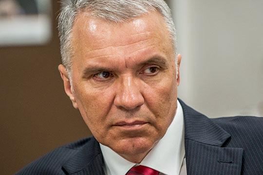Олег Власовсчитает, что инициатива Минпромторга будет иметь положительный эффект только если появление ларьков на улицах городов можно будет четко зарегулировать